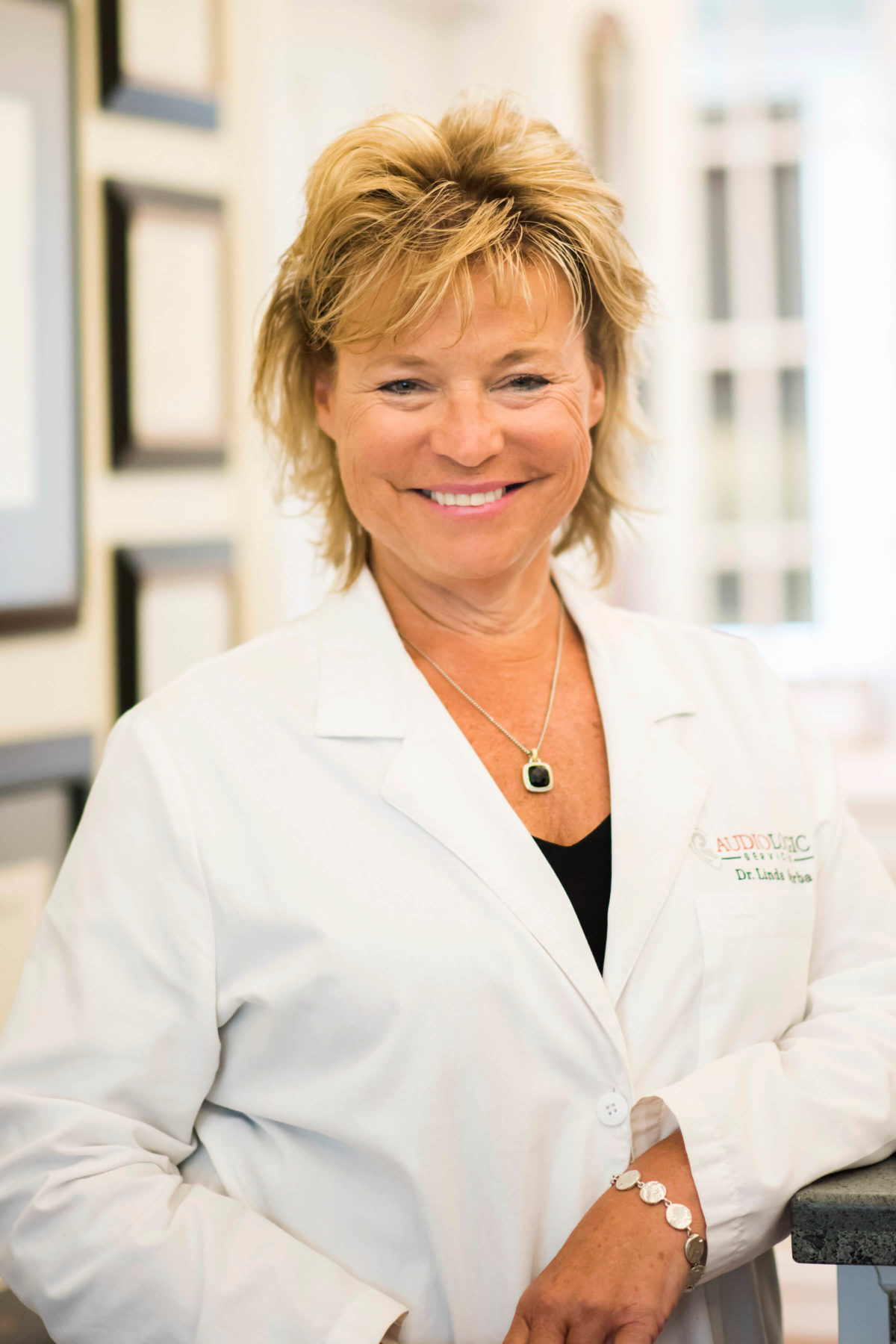 Dr Linda